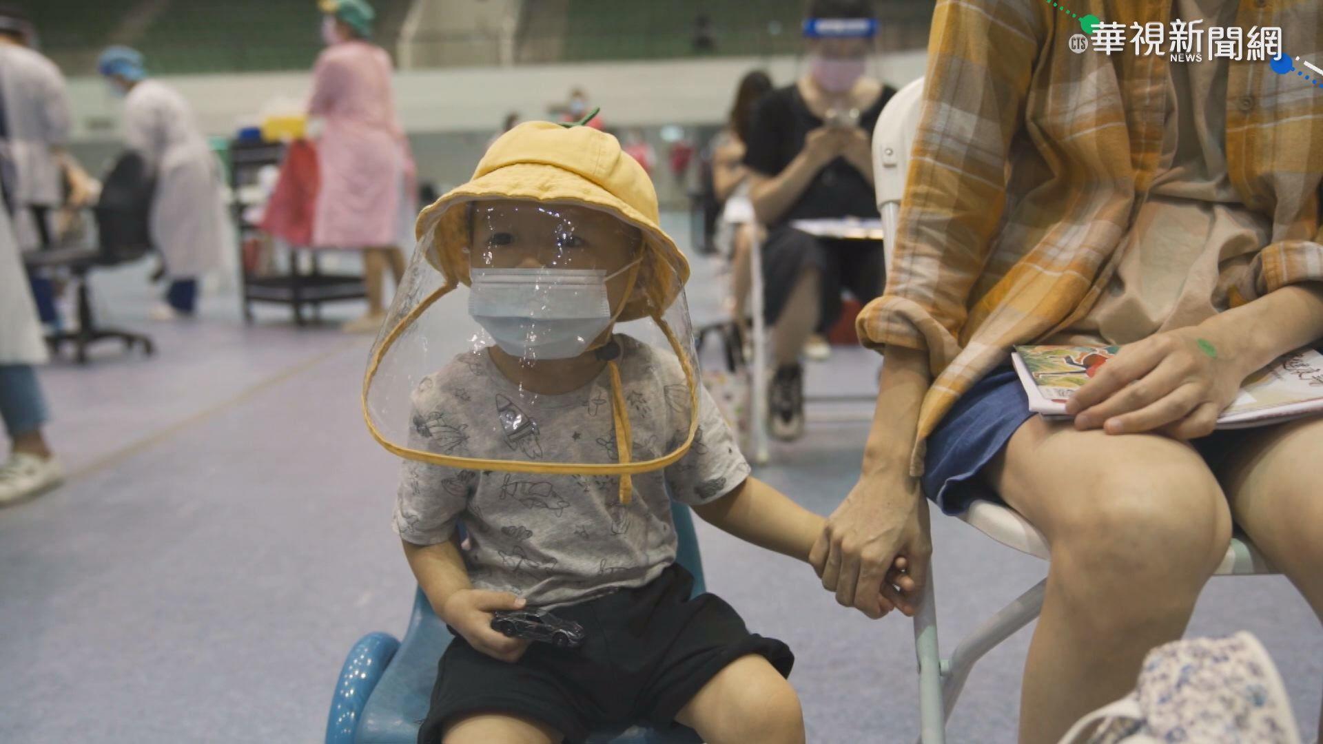 竹市孕婦疫苗開打 2歲兒緊牽母手打氣