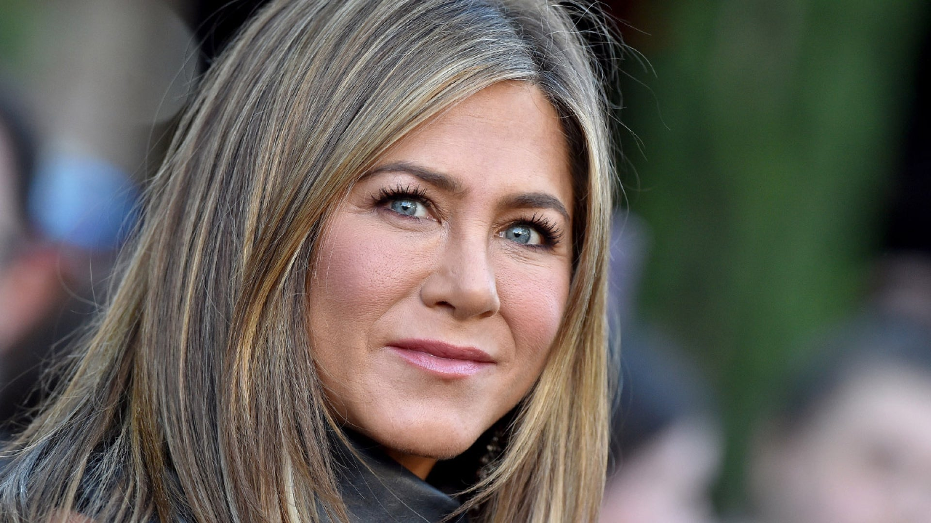 Jennifer Aniston Reveals If Shes On Dating Apps