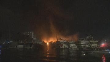 香港仔南避風塘三級船火 逾十六船隻燒毀