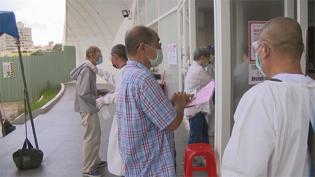 首日逾3.4萬人接種莫德納 高市府籲長者照時間來