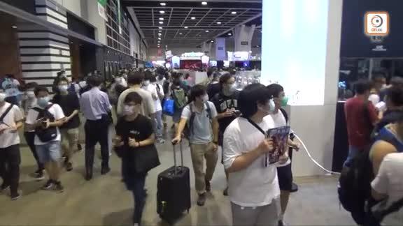 動漫電玩節開幕人龍達500人 市民斥當局為谷針收緊入場上限