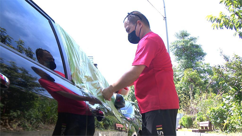 颱風天沒關車窗 善心人士替車子「防颱」