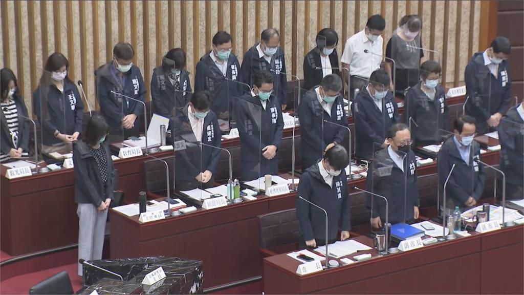 快新聞/高雄氣爆7週年 市府團隊低頭靜默10秒緬懷
