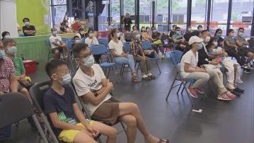市民香港單車館看直播 為李慧詩晉級四強歡呼