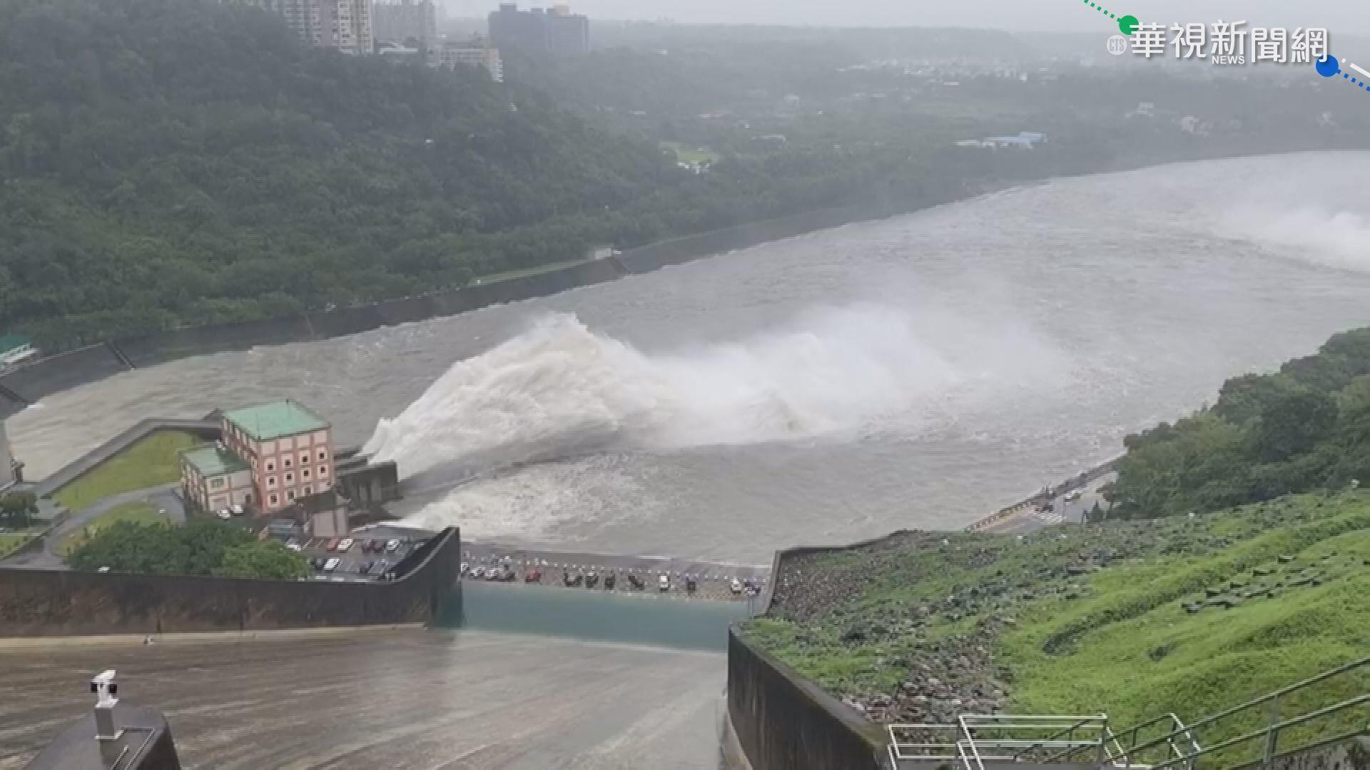 盧碧變熱低挾豐沛雨量 石門水庫洩洪
