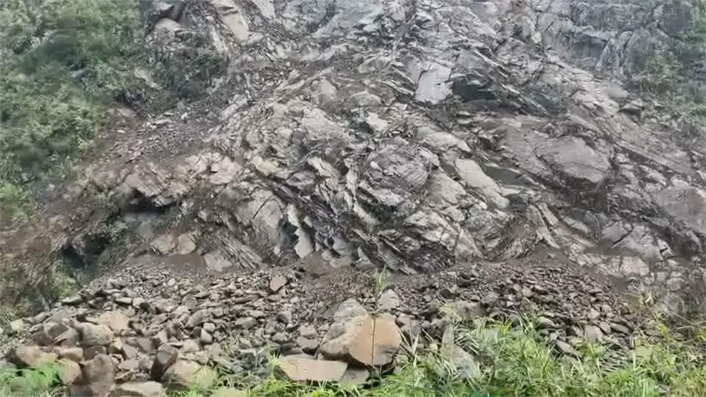 山崩堵溪流成「堰塞湖」 花蓮樂合里憂大雨潰堤