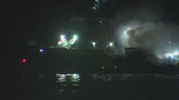 西區對開漁船疑通風口過熱起火 兩船員獲救送院