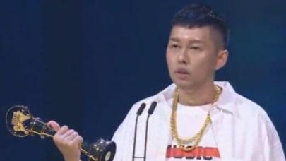 金曲32/「獻給台灣嘻哈!」蛋堡奪歌王 感言不忘「嘻哈」耍帥