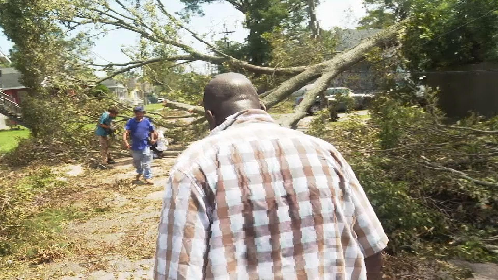 New Orleans man endures heat with no power