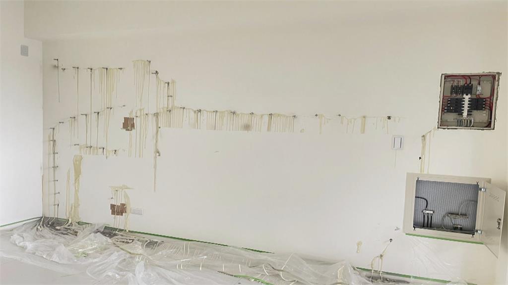 全新透天牆壁滲漏 僅打漏水針補強屋主不滿