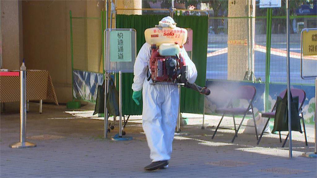 """松山某國中生確診""""全校停課"""" 聯醫進駐624人PCR"""