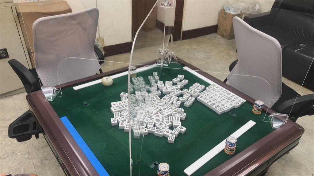 「麻將同桌要隔板」麼打? 業者訂製專用隔板應戰