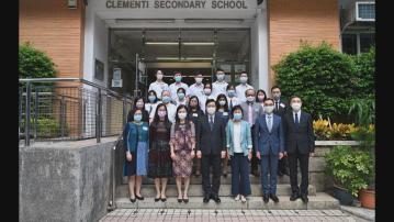 李家超到訪金文泰中學了解國安及國民教育工作
