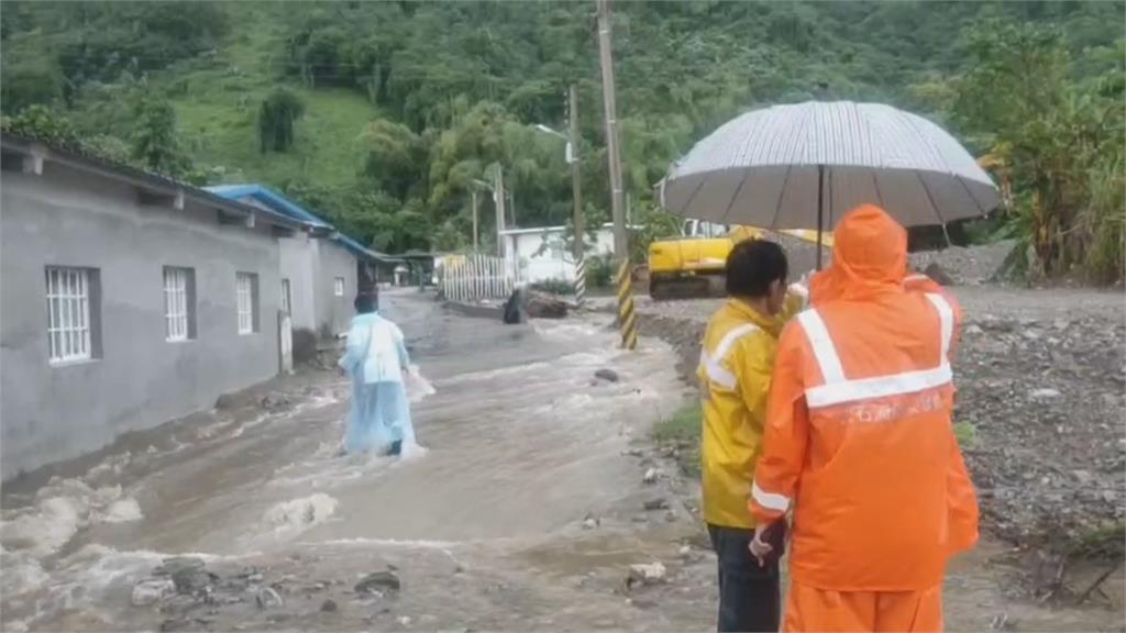 豪雨不斷土石流警戒 花東緊急宣布午後停班課