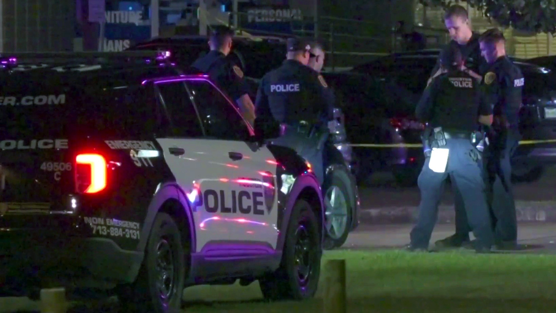 COSMO  Police: 1 deputy killed, 2 wounded in ambush at Houston bar