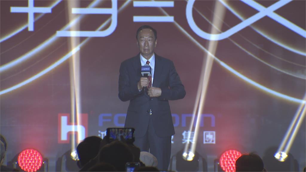 71歲生日! 郭台銘駕電動車登場鴻海科技日