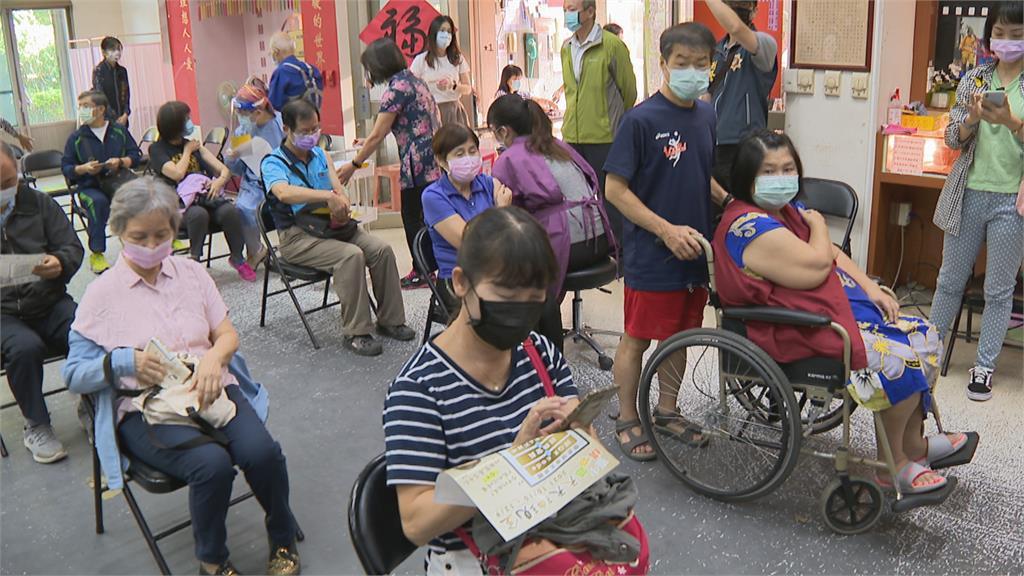 日本六度捐贈台灣疫苗 30萬劑AZ運抵台灣
