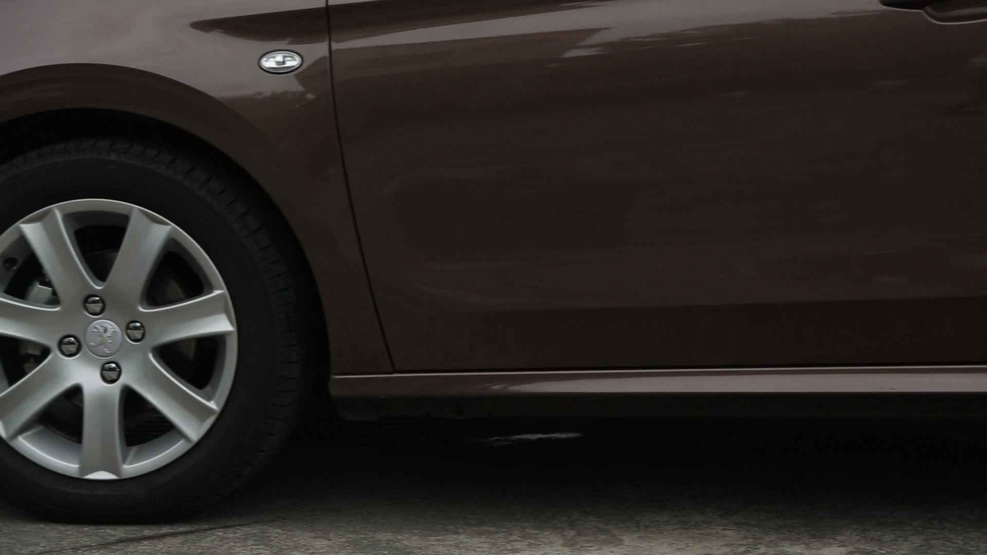 法式房車新選擇 Peugeot 301
