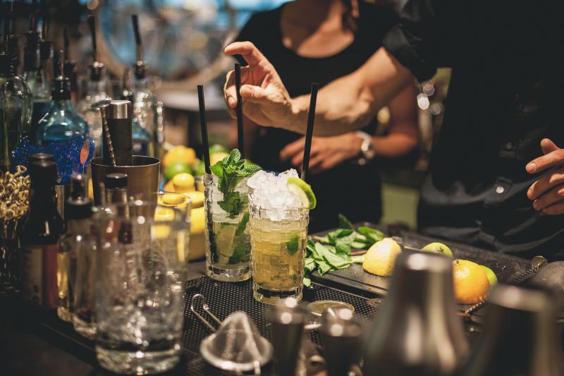 Bartender is preparing mojito cocktails. Photo: Getty