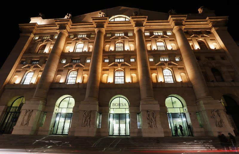 Borsa Milano positiva, balzo bancari con Banco Bpm e Azimut in evidenza