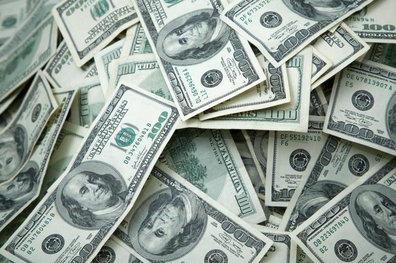 J.P. Morgan cambia rotta sul dollaro, da negativa a neutrale