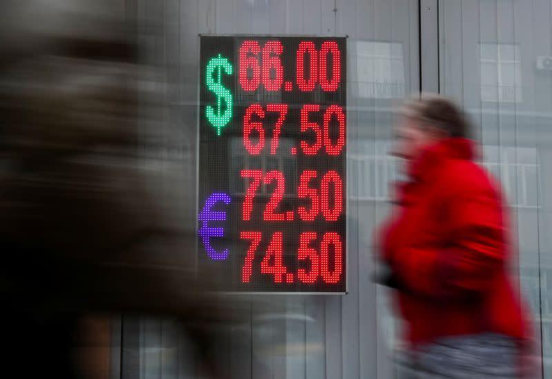 Forex, euro a max 5 settimane, dlr sotto pressione su scommesse taglio tassi Fed