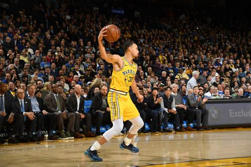 Curry scores 36 as Warriors hold off Kings 125-123 8c3494855