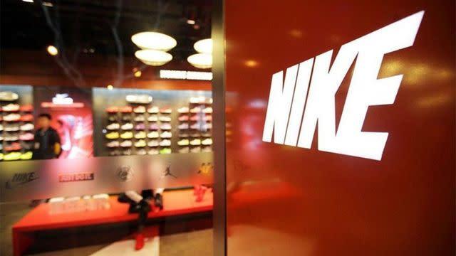 Nike recibe multa de u$s14 millones por bloquear ventas de productos del Barcelona y otros clubes