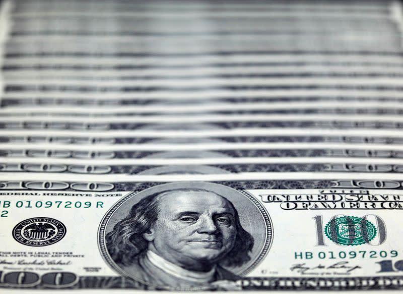 Forex, Dollaro in lieve calo dopo dibattito Usa, verso perdita settimanale