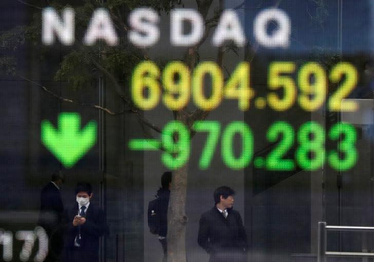 Borsa Tokyo affonda su crescenti timori lockdown nel Paese