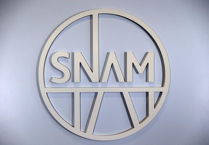 Borsa Milano in netto calo, banche in caduta, tengono Snam, Terna