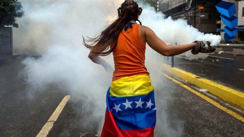 Bond oggi: cominciano (timidamente) le cause contro il Venezuela