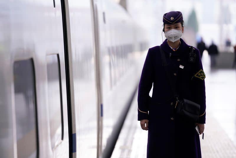 Borsa Shanghai in tenue rialzo su minor numero morti virus, speranze stimolo