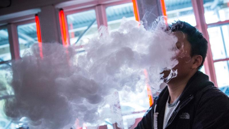 Estudio señala que el vapeo puede ayudar a dejar de fumar