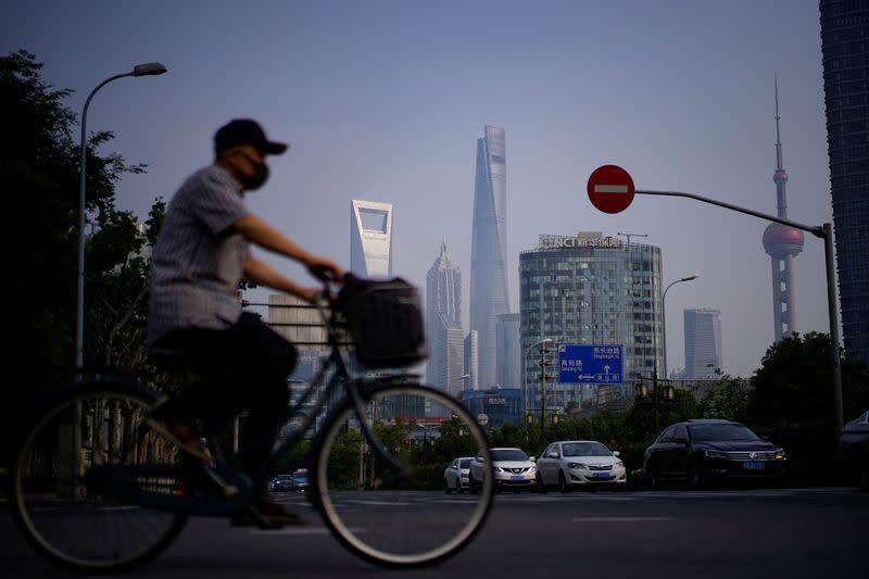 Borsa Shanghai chiude migliore settimana in 3 mesi su attese nuovi stimoli