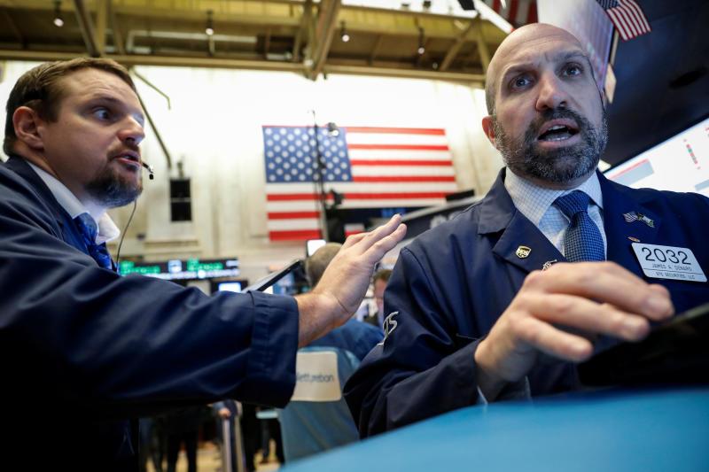 Traders work on the floor at the New York Stock Exchange (NYSE) in New York, U.S., October 30, 2019. REUTERS/Brendan McDermid