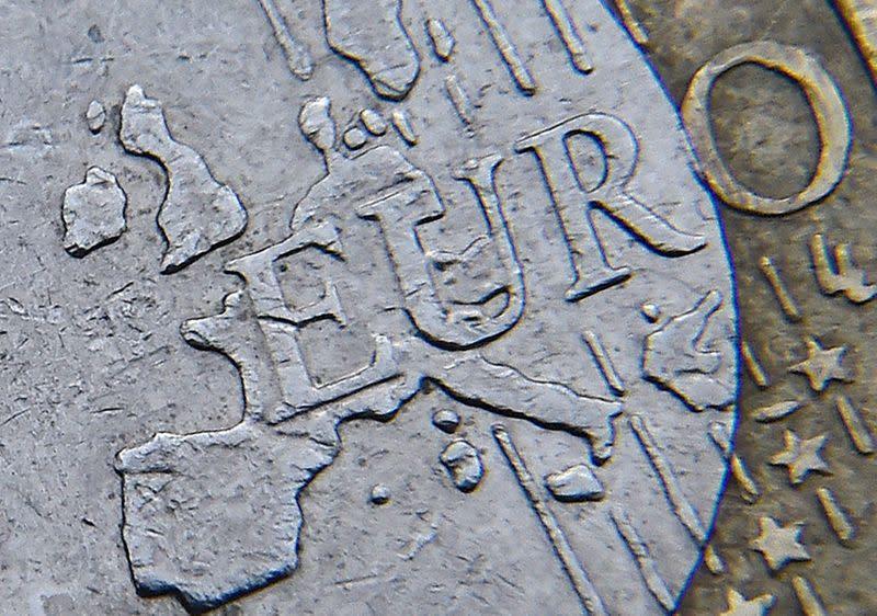 Forex, Euro forte in vista Bce e dopo previsioni Fed