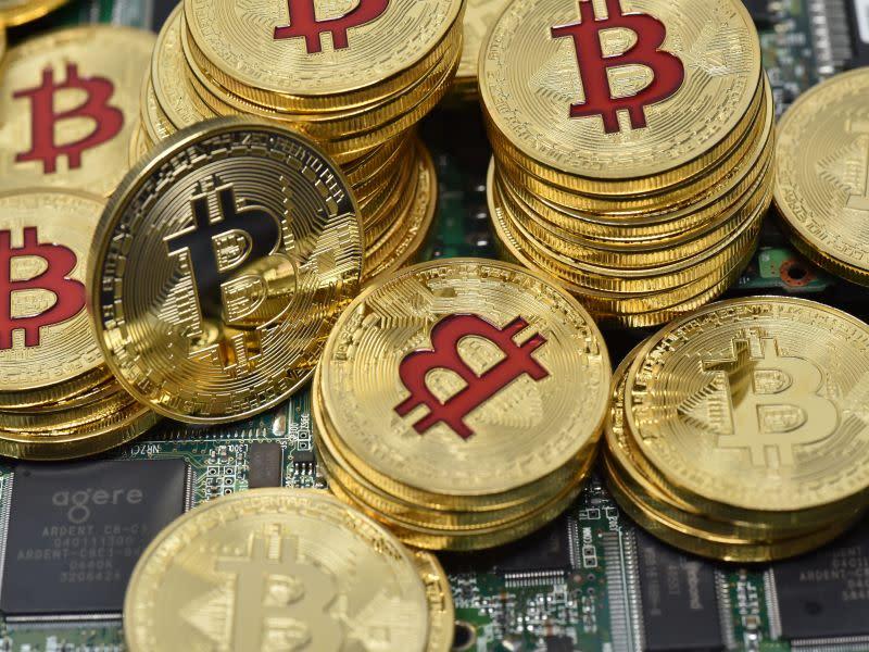 Bitcoin: 10200$ si prepara ad esplodere preceduto da Tezos