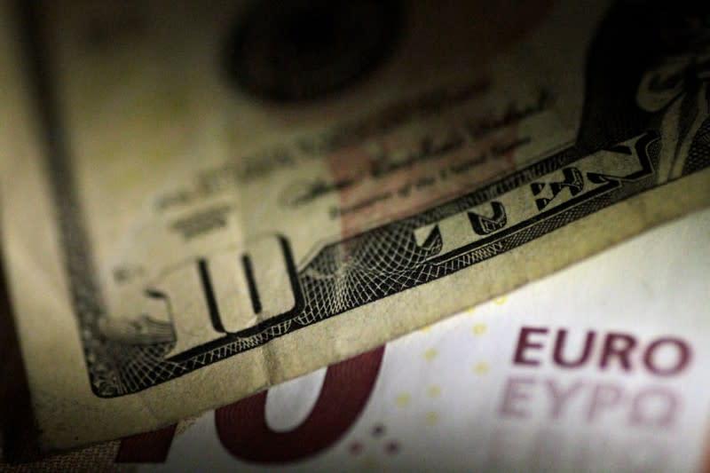 Forex, Euro sotto 1,08 dollari, valuta Usa poco mossa dopo disoccupati settimanali