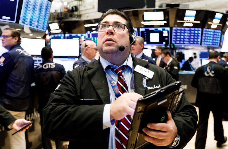 Mercados latinoamericanos ignoran pérdidas en Wall Street y cierran en azul