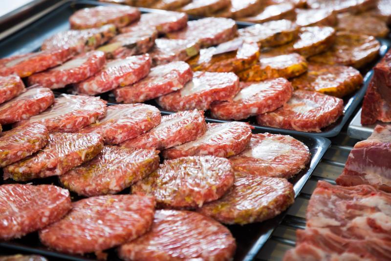 Carne artificial: la alternativa que hace temblar a los ganaderos y aún provoca recelo en consumidores