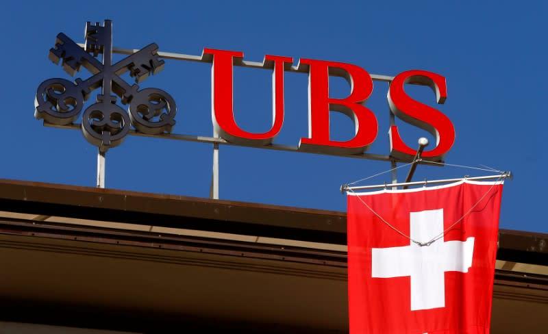 Ubs e Credit Suisse posticipano parzialmente pagamento dividendi