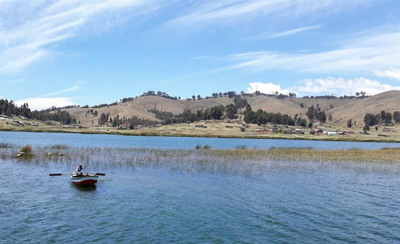 Bolivia promueve el buceo para mostrar ruinas tiahuanacotas en el Titicaca