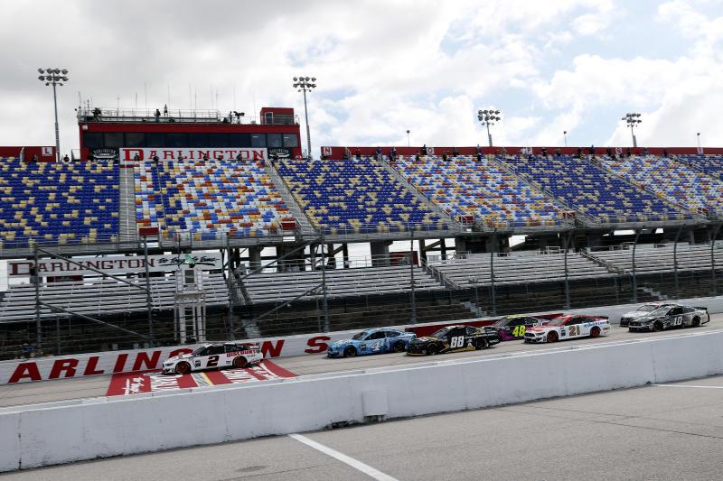 A NASCAR voltou à ativa no Darlington Raceway, sem a presença de fãs. (Chris Graythen / Getty Images)