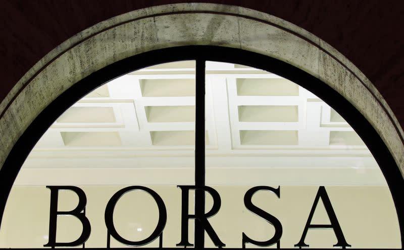 Borsa Milano in rally con WS su stimolo Fed, forti banche e cementieri