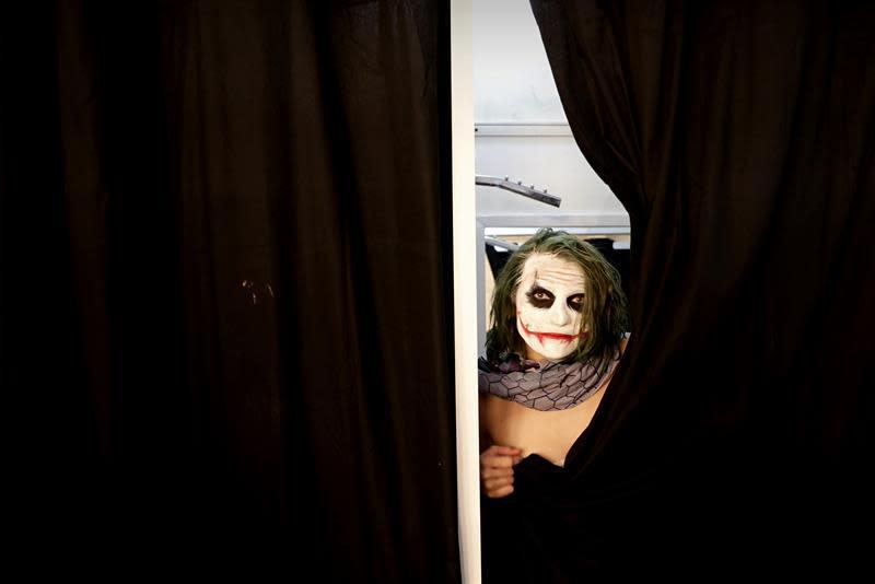 Un fanático de los comics posa caracterizado como Joker durante la Comic Con Experience (CCXP) hoy, en Sao Paulo (Brasil). EFE