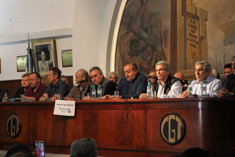 Gremios argentinos negocian para frenar los despidos y pedir bono de fin de año