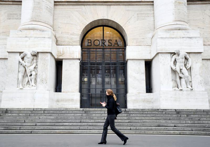 Borsa Milano rimbalza 15% dopo crollo record ieri, aiuta divieto vendite scoperto