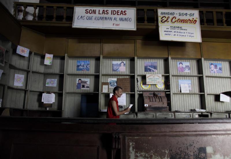Cuba enfrenta crisis racionando venta de productos básicos