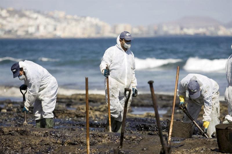 Más de 250.000 litros de petróleo derramados frente a las costas de Terranova